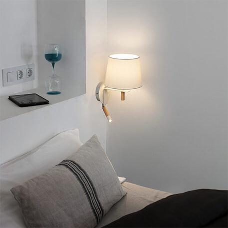 wandlamp met hout