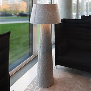 Imposante LED-vloerlamp Alice XL gemaakt van grijs vilt