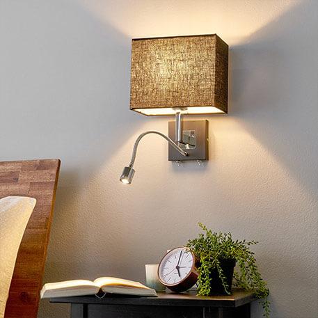 Zwarte stoffen-wandlamp Rebekka met LED leesarm