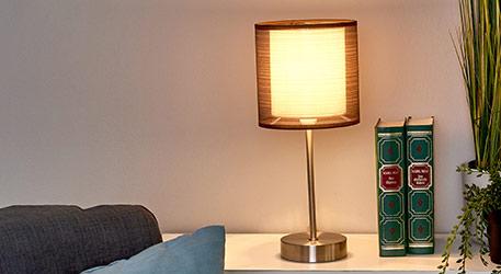 Nachttafellamp Nica met bruine stoffen kap